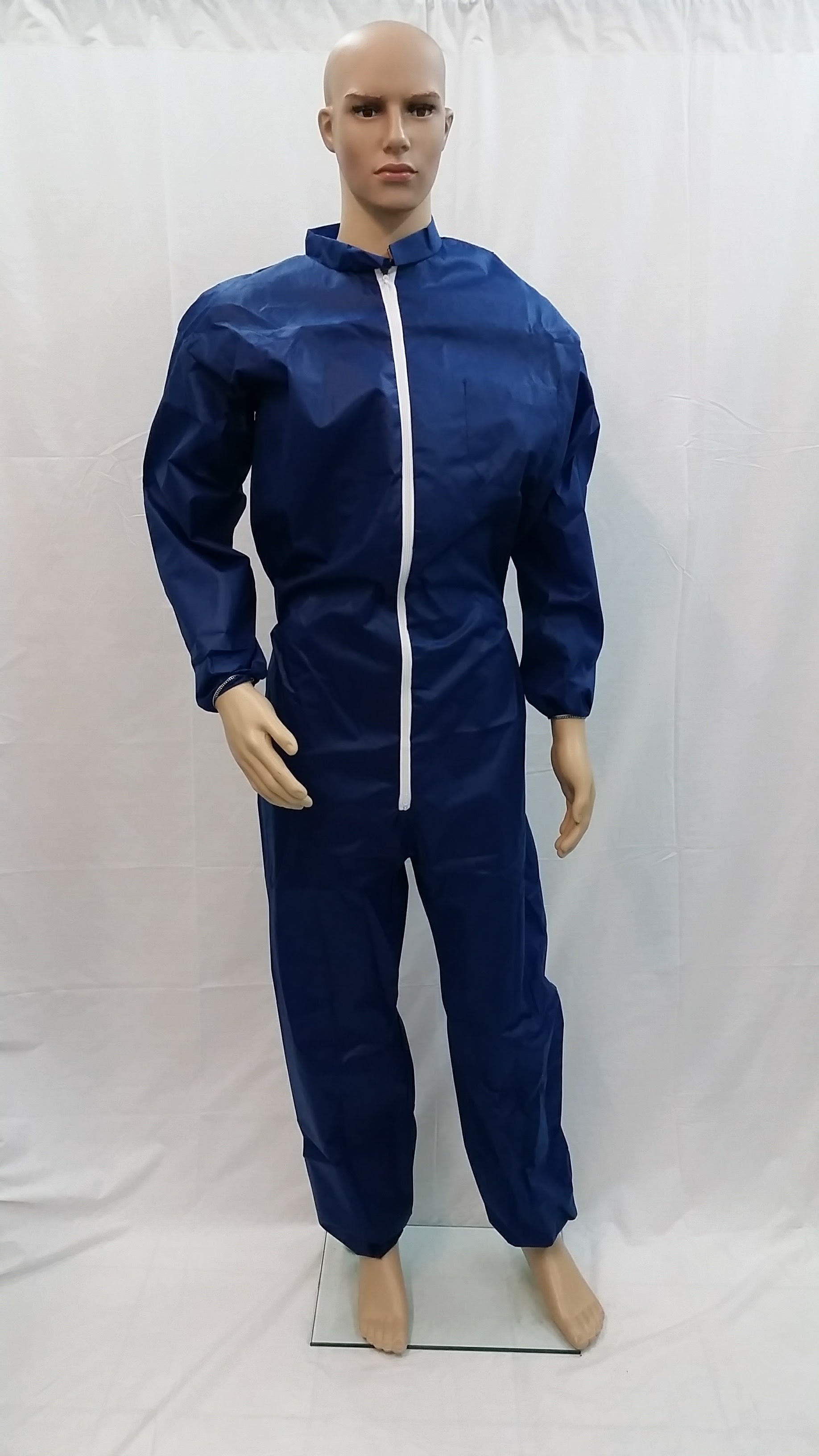 Garments for total and partial protection of the body against slight risks